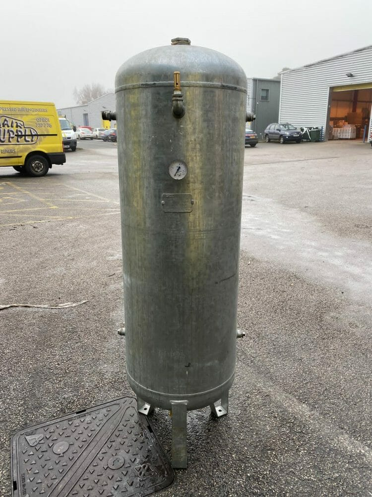 Vertical air receiver galvanised 270l