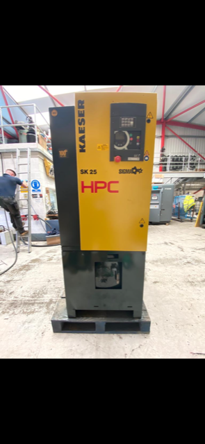 HPC SK22  11kW 8 bar receiver mounted with dryer
