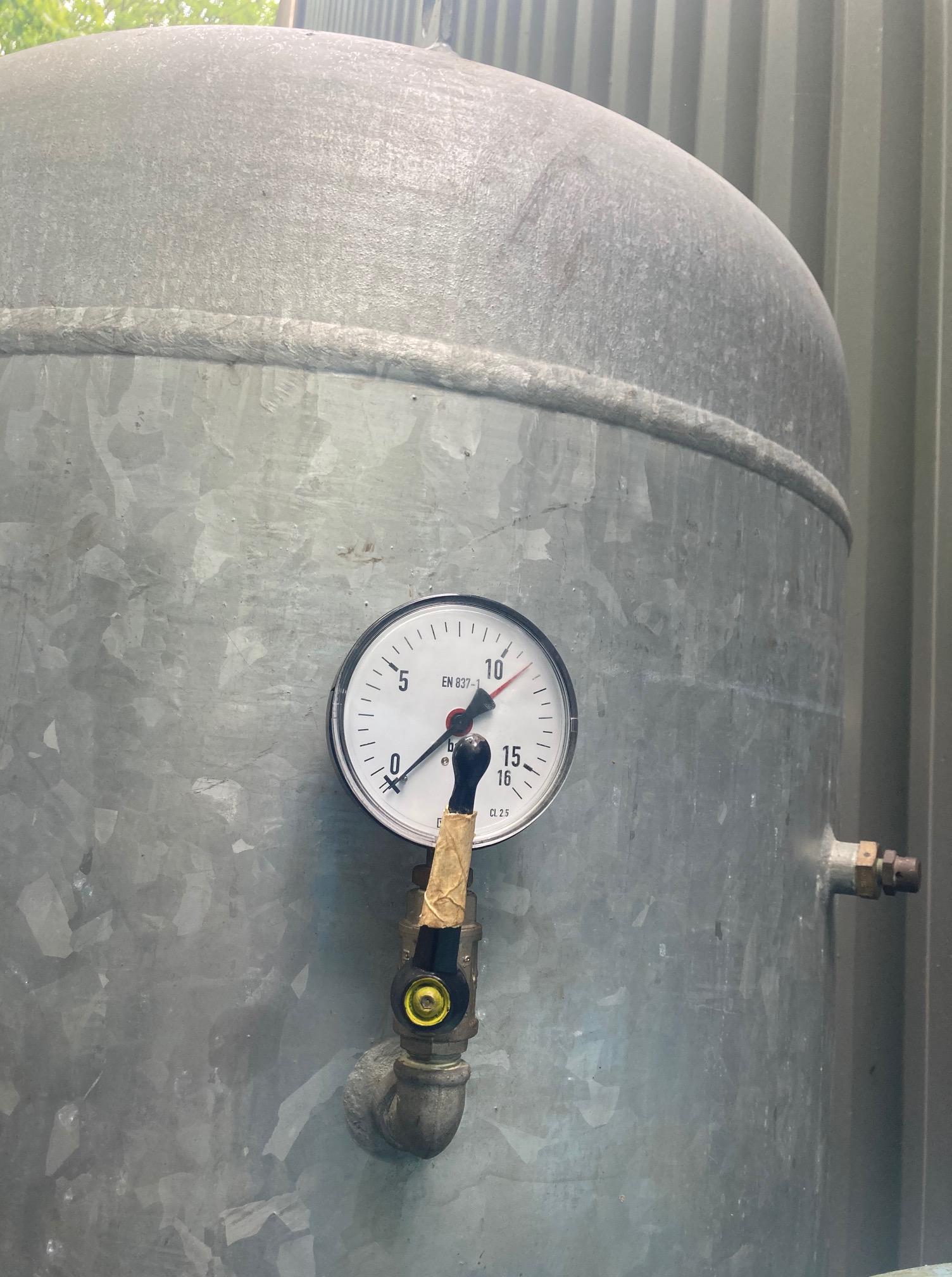 1000 litre galvanised 11bar 2009 vertical air receiver