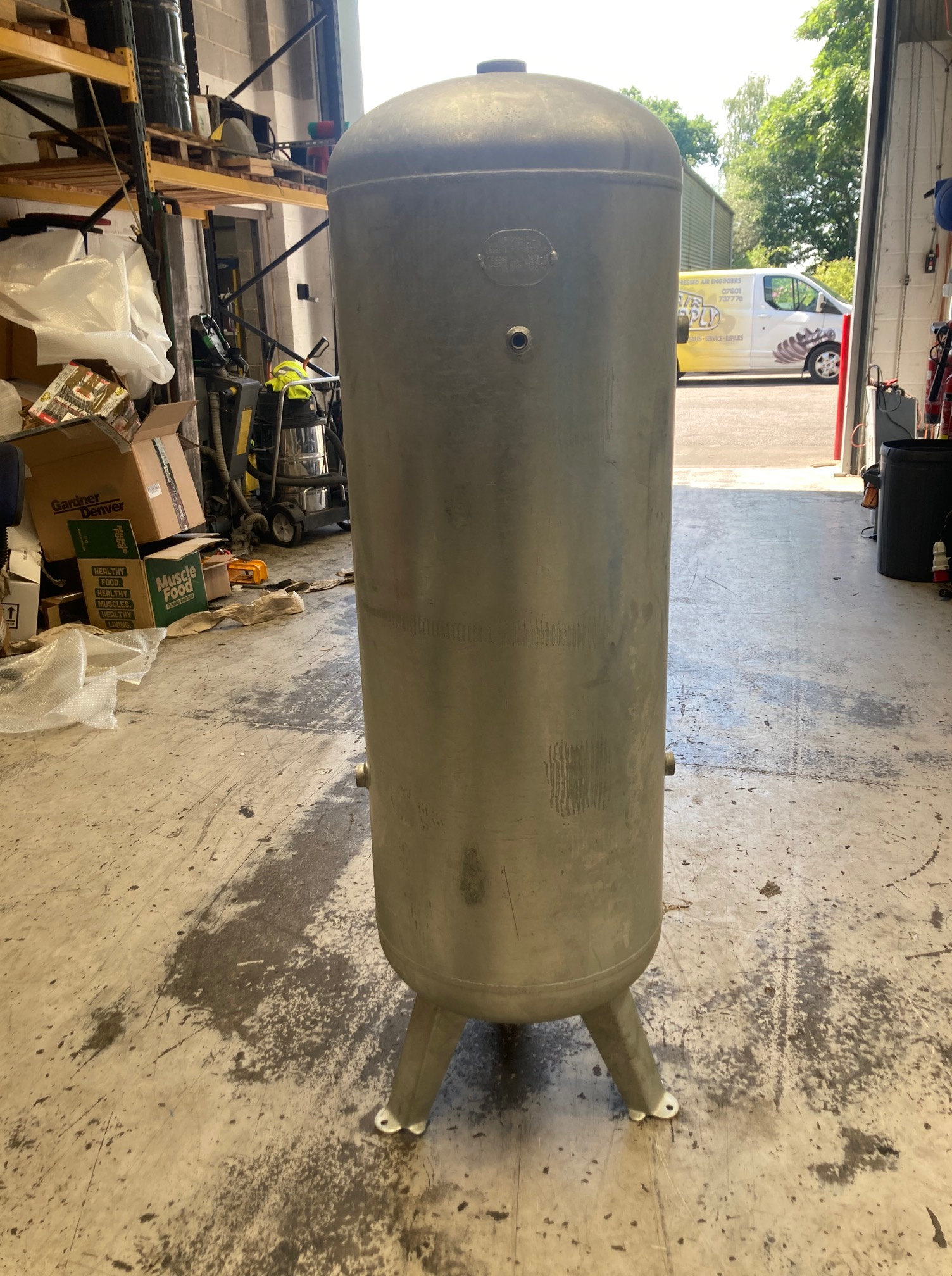 270 litre vertical air receiver 11 bar fully galvanised NEW