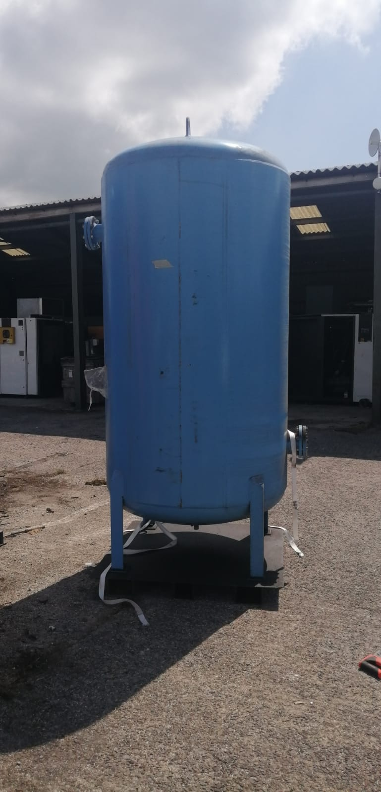 Vertical air receiver 2720 litre 11bar