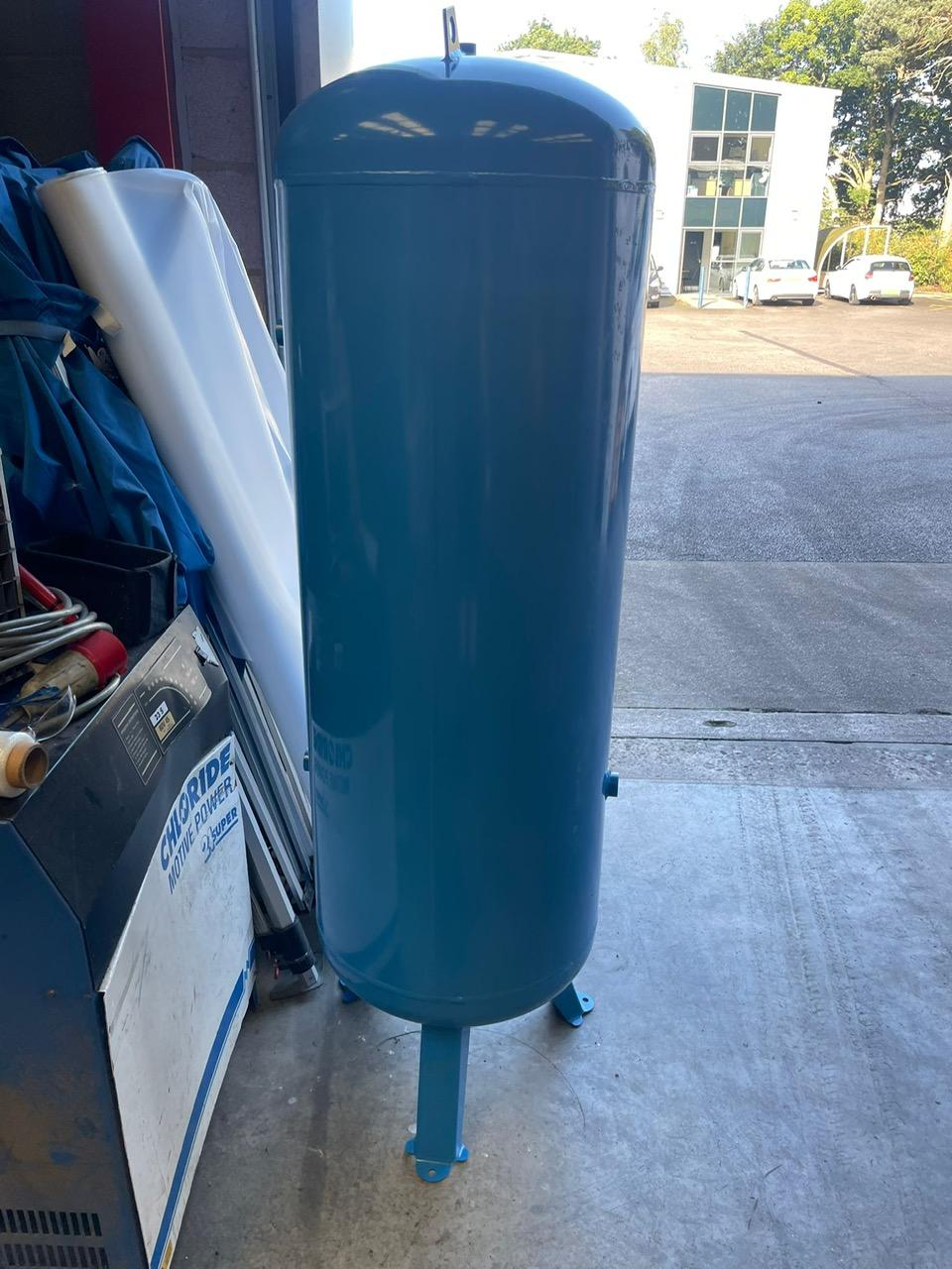 270 litre vertical air receiver NEW DENTED CHEAP