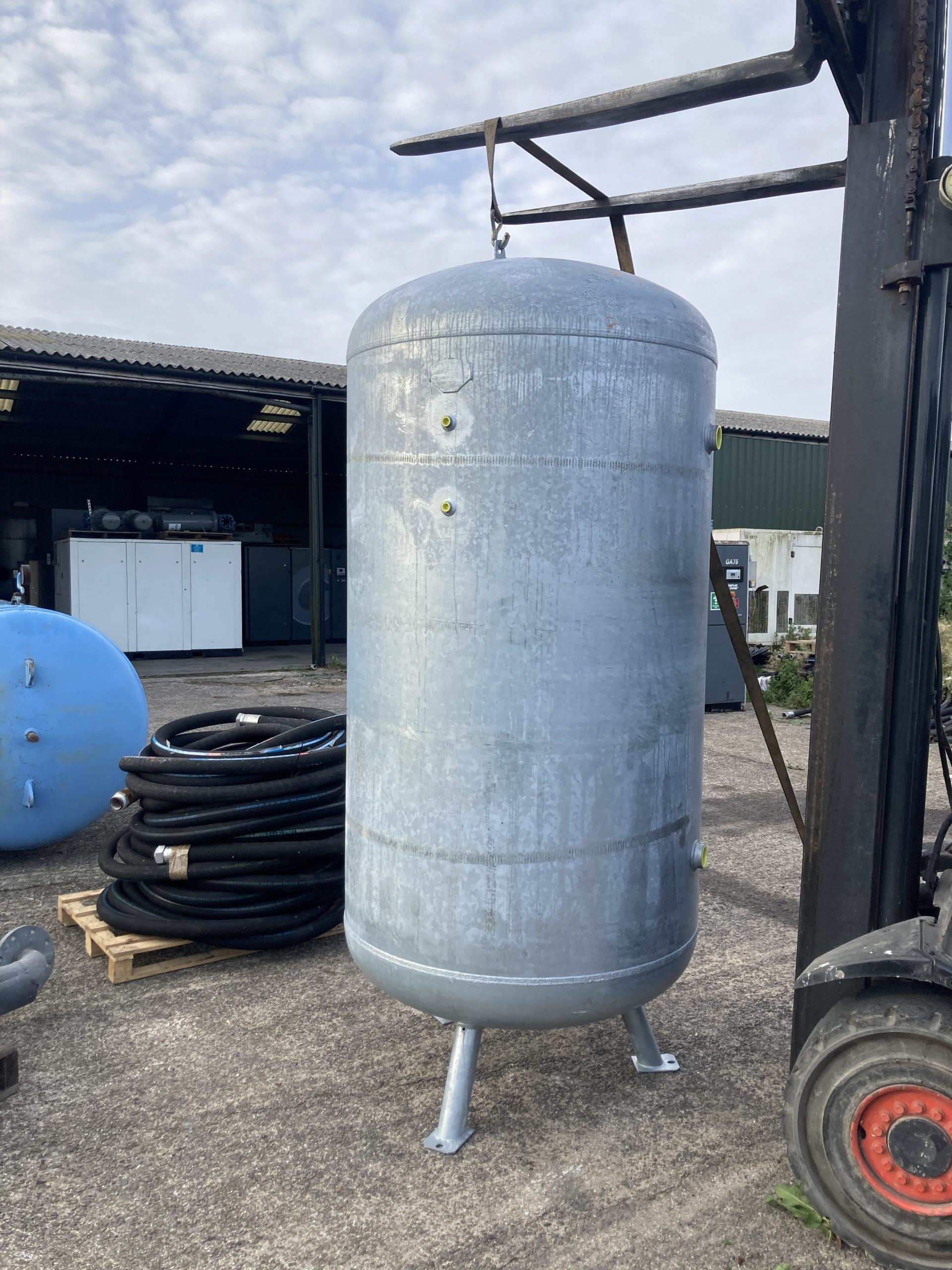 2000 litre vertical galvanised NEW