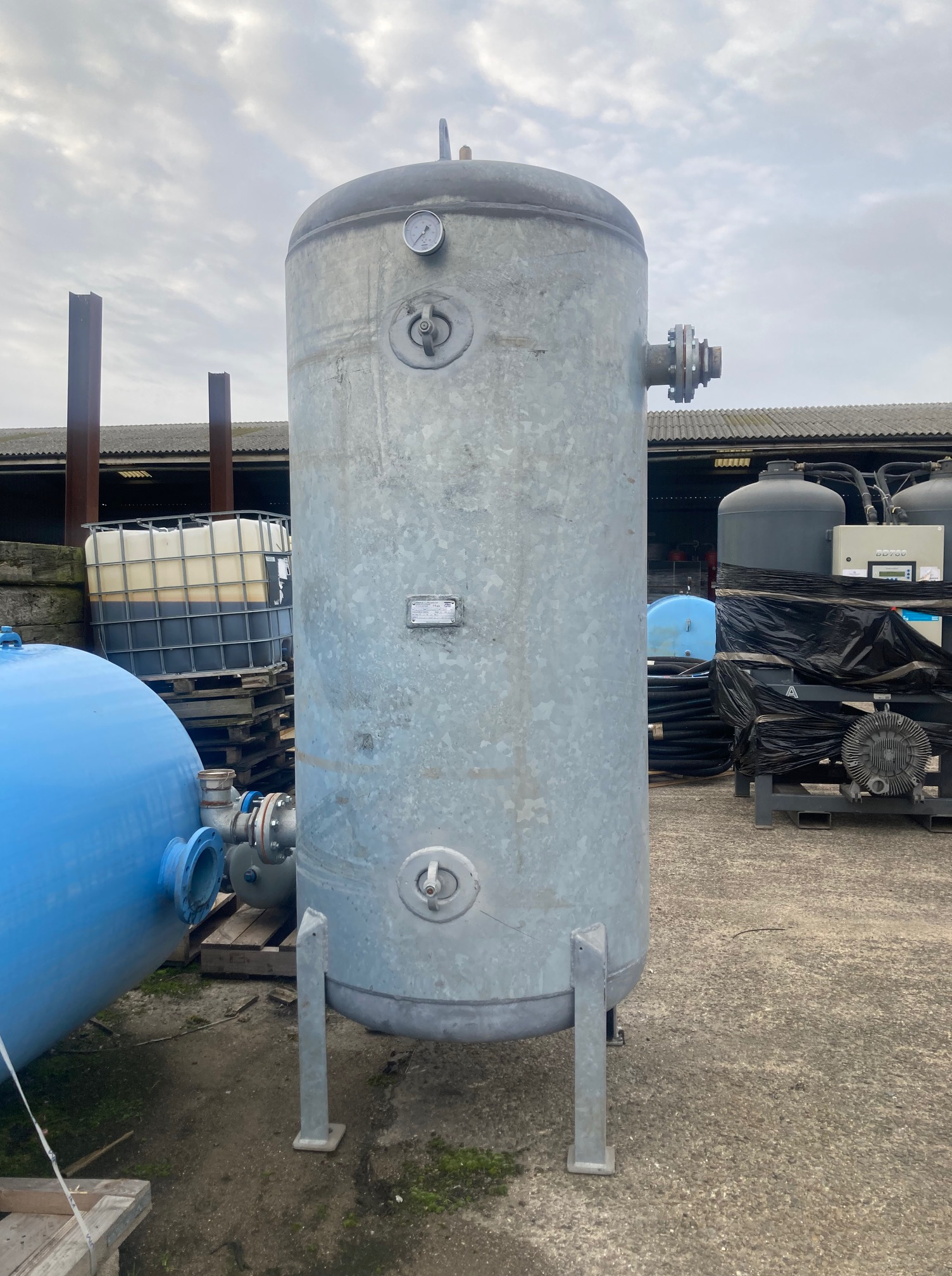 Vertical Air Receiver 2000 litre fully Galvanised and British Built ! 2020 YOM